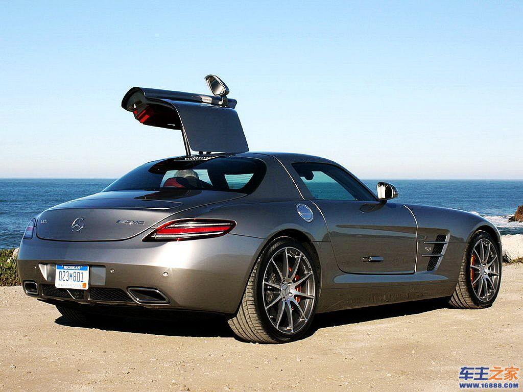 动力方面,奔驰sls v8发动机,最高时速高达320km h高清图片
